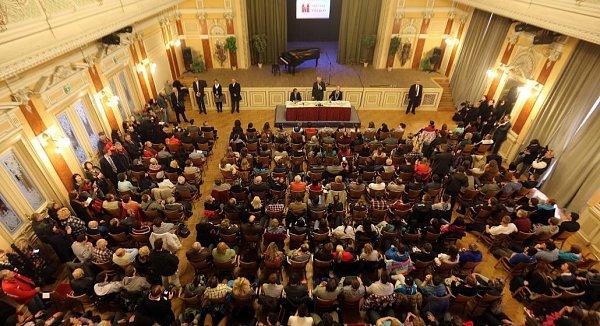 Prezident Zeman vPřerově. Beseda sobčany vMěstském domě