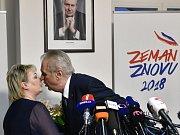 Miloš Zeman s manželkou Ivanou po vítězství v prvním kole prezidentských voleb