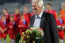 Listopad 2013. Gratulace k narozeninám před přátelákem ČR - Kanada na Andrově stadionu v Olomouci