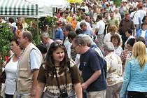 Zástupy návštvníků prochází Florou