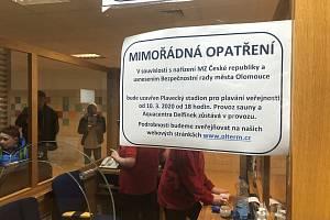 Plavecký stadion Olomouc v úterý 10. března v 18 hodin zavřela opatření v boji proti šíření koronavirové infekce. V provozu zůstává sauna a Delfínek