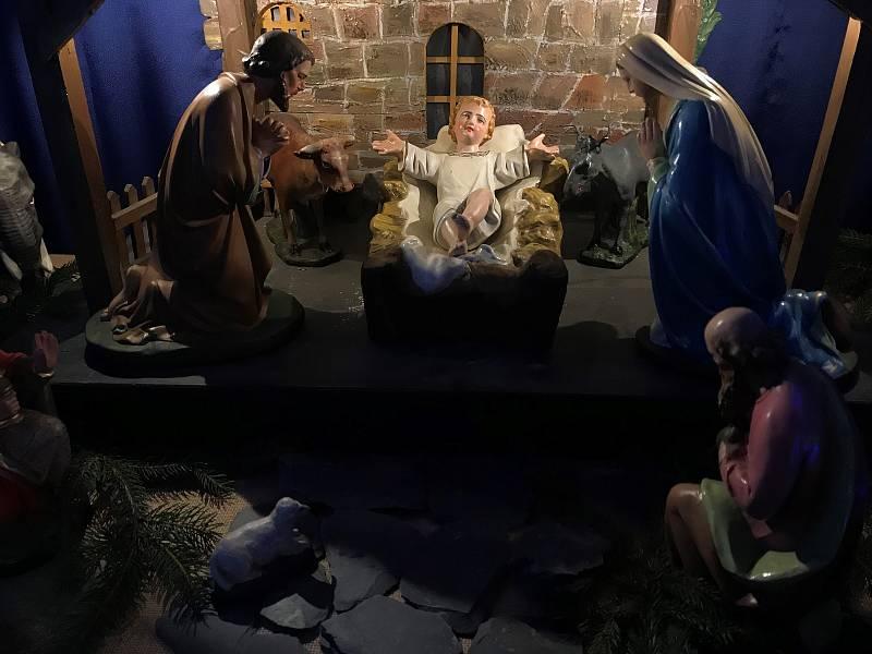 Ztvárnění biblického příběhu narození Ježíše v kostele na Nových Sadech.