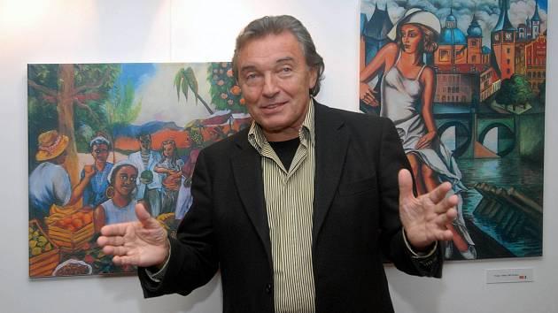 Karel Gott na zahájení výstavy svých reprodukcí v olomouckém hotelu Alley v roce 2006