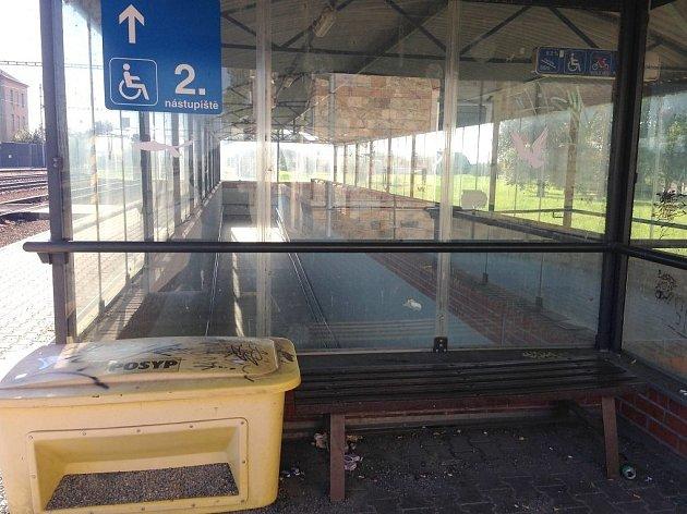 Stávající 'čekárna' upodchodu nádraží ve Štěpánově.