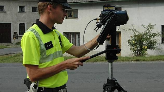 Dopravně bezpečnostní akce probíhala v pátek 1.7. i na Olomoucku. Policejní hlídka kontrolovala například řidiče projíždějící odpoledne Křelovem.