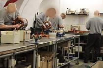 Pracoviště výroby elektromotorů v mírovské věznici.