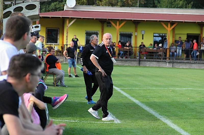 Fotbalisté Nových Sadů porazili doma lídra divizní tabulky Kozlovice 4:1 (3:0). Rostislav Sobek