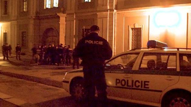 Policie kontroluje pochodující v Křížkovského ulici