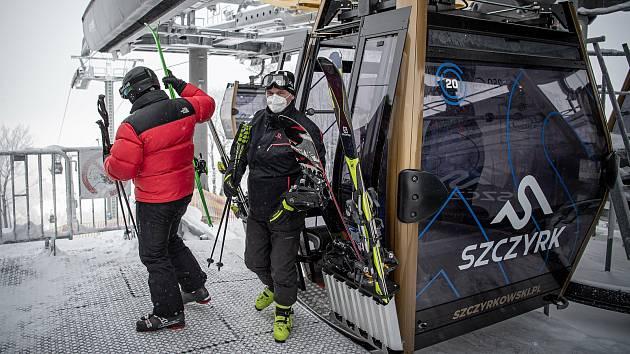 Lyžařská resort Szczyrk Mountain Resort, 12. února 2021 v Szczyrk, Polsko