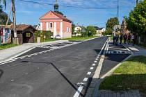 Z Uničova do Dlouhé Loučky se už jezdí po opravené silnici. Přibližně čtyři kilometry dlouhý úsek přišel na téměř 66 milionů korun.
