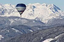 Na čtyři desítky balonových výprav se zúčastnily 7. ročníku Hanneshof Hot-air Balloon Trophy v rakouském Filzmoosu. Nechyběly ani české týmy, hned dva balony do Alp přivezl Libor Staňa ze společnosti Balony.eu z Břestku na Uherskohradišťsku.