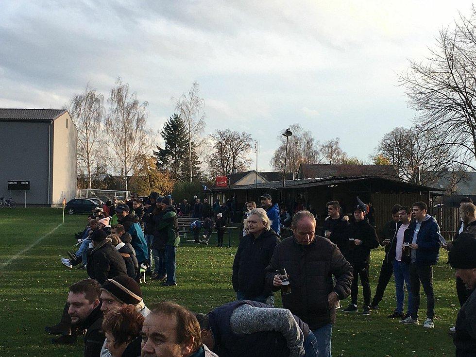 Fotbalisté Střelic porazili Dlouhou Loučku 2:0.