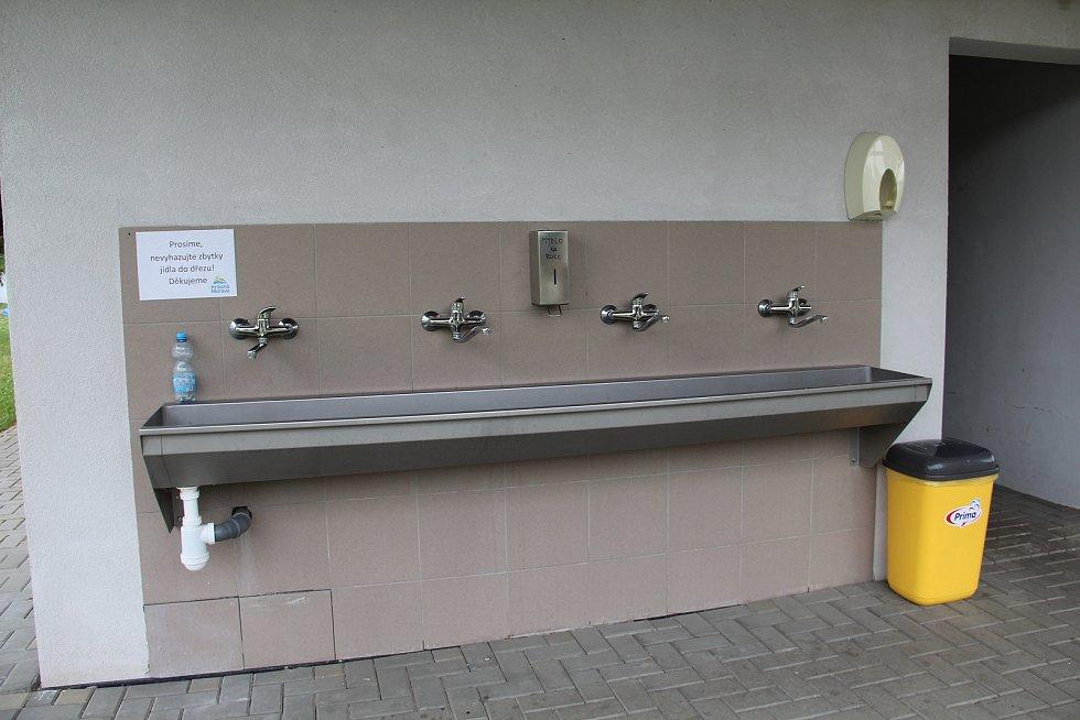 Sociální zařízení pro návštěvníky kempu.