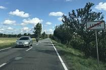Cyklostezka povede po pravé straně vedle silnice směrem z Lutína do Hněvotína, 2. září 2020