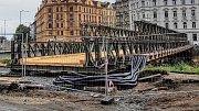Stavba lávky pro pěší u Bristolu