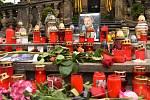 Pietní místo u sloupu Nejsvětější Trojice na Horním náměstí v Olomouci, 3. 10. 2019 odpoledne