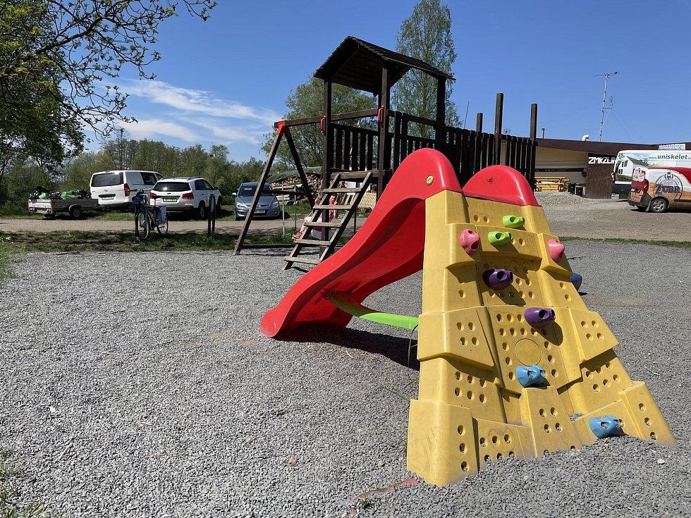 Dětské hřiště u restaurace Terasa na olomouckých Poděbradech doplní další prvky, 12. května 2021