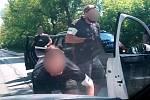 Zadržení muže podezřelého z distribuce drog při jízdě autem na Olomoucku