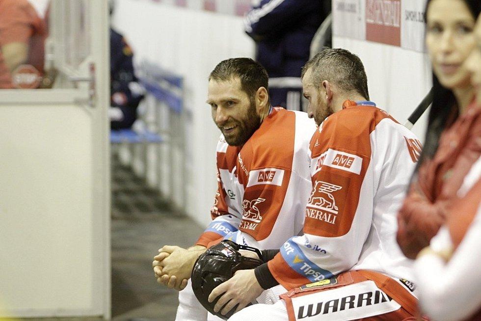 Olomoučtí hokejisté porazili Liberec 2:1 po samostatných nájezdech. Martin Vyrůbalík (vlevo).