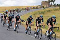 Elitní tým Sky (v popředí) za který jede i Leopold König či dvojnásobný vítěz Tour de France Chris Froome
