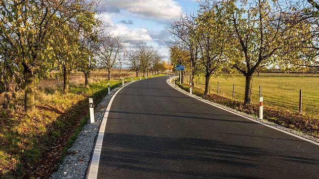 Dvoukilometrový úsek nové silnice do Hlivic, místní části Medlova na Olomoucku, stál téměř 15 milionů korun.