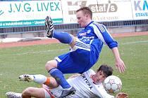 Jan Javůrek z SK Sigma Olomouc B a Lukáš Vácha (dole) z FC Baník Ostrava B