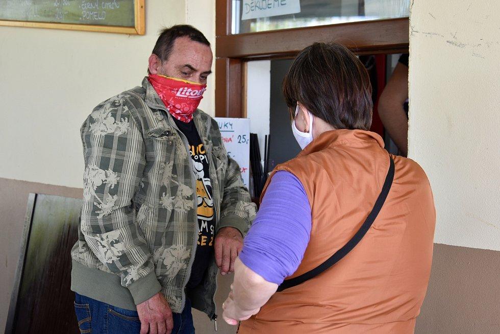 Sobotní den na olomouckých Poděbradech během nouzového stavu, 18. 4. 2020