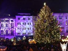 Vánoční strom a trhy na Horním náměstí v Olomouci