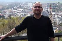"""Michal """"Havran"""" Vrána na vyhlídce nad Šternberkem. Archivní snímek"""