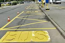 Vznik provizorního autobusového nádraží v Příčné ulici kvůli opravě průtahu Litovlí, 12. 6. 2020