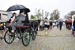 Do Velké Bystřice přijel na koňském povozu i sám tatíček Masaryk. Lidi nevyhnalo z náměstí ani deštivé počasí