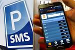 Parkovné přes SMS nebo mobilní aplikaci. Mnohá města užívají jako běžný standard.