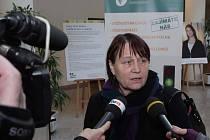Veřejný ochránce práv Anna Šabatová navštívila ve středu 21. ledna Olomoucký kraj. Lidé se s ním mohli setkat například ve vstupních prostorách Regionálního centra Olomouc, kde otevřela dočasný informační stánek