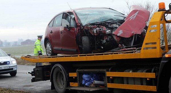 Následky nehody autobusu MHD a tří aut uolomouckých Poděbrad