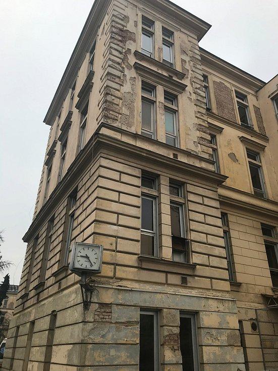 Premiér Andrej Babiš na návštěvě Fakultní nemocnici Olomouc - 8. ledna 2019 - Na snímku nejstarší budova areálu, kterou nahradí nejmodernější pracoviště.