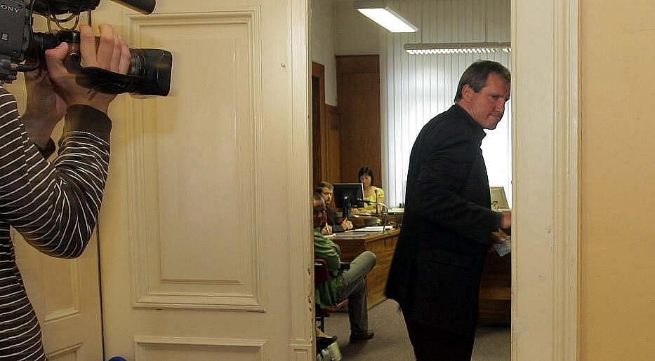 Jiří Kubíček vchází do soudní síně