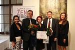 Titul Žena regionu 2017 získala v Olomouckém kraji Milada Sokolová (uprostřed)
