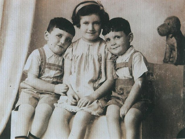 Sourozenci Josef, Věra a Jiří.