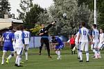 Fotbalisté Sigmy Lutín (v modrém) remizovali s Viktorií Přerov 1:1.