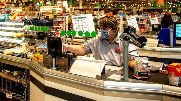 Nakupování v čase koronaviru. Ilustrační foto