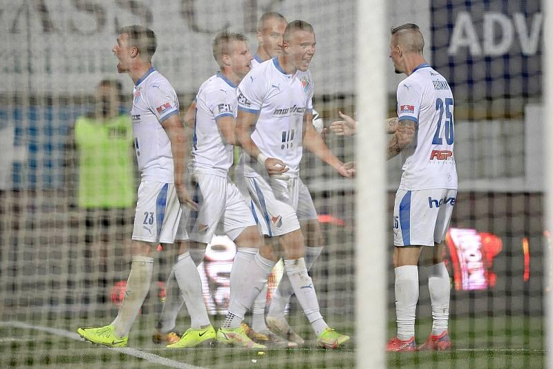 Utkání 8. kola první fotbalové ligy: SK Sigma Olomouc - FC Baník Ostrava 17. září 2021 v Olomouci. (střed) Ladislav Almási z Ostravy a Jiří Fleišman z Ostravy oslavují gól.