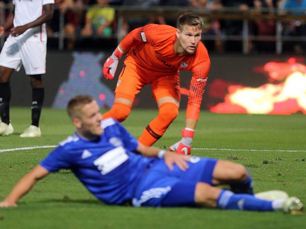 Gólman Sevilly Tomáš Vaclík. Sigma Olomouc vs. Sevilla FC