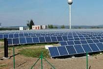 Sluneční elektrárna v areálu bývalého zemědělského družstva ve Velkém Týnci