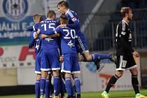 Hráči Sigmy Olomouc se radují z gólu.