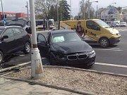 Autonehoda hokejisty Mataie ve Velkomoravské ulici v Olomouci