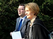 Chorvatská velvyslankyně  J. E. Ines Troha Brdar a olomoucký primátor Antonín Staněk u Jihoslovanského mauzolea