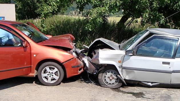 Srážka dvou aut u Dlouhé Loučky