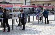 Výstava, která obrazově připomíná události kolem vzniku republiky před sto lety, na Horním náměstí v Olomouci