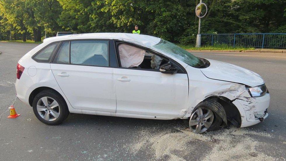 Nehoda osobního auta a bagru v Olomouci, 24. 5. 2019