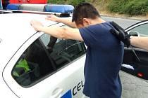 Celníci zadrželi Vietnamce cestujícího v audi z Propstějova směrem na Olomouc. V rozkroku převážel 300g pervitinu